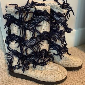 Muk Luks Knitted Oatmeal Navy String Boots 9
